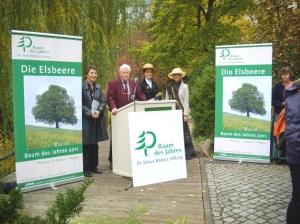 Gabriele Thöne (Kaufmännischer Vorstand des Berliner Zoos) Dr. Silvius Wodarz, 3. Deutsche Baumkönigin Johanna Ditsch und die 2. Deutsche Baumkönigin Ann-Christin Best.